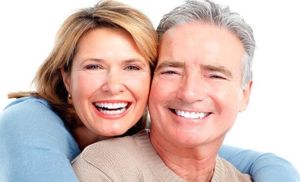 Albía Clínica Dental - Prótesis y rehabilitación oral sobre dientes e implantes