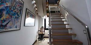 pasillo con escalera